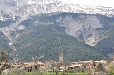 Stay in Alpes-de-Haute-Provence holiday rental houses or villas and explore this fantastic mountainous department