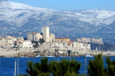 rent your ideal Antibes holiday villa or apartment - book direct on Rent-in-France