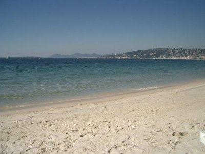Rent a holiday villa or apartment with pool in Juan Les Pins - Rent-in-france