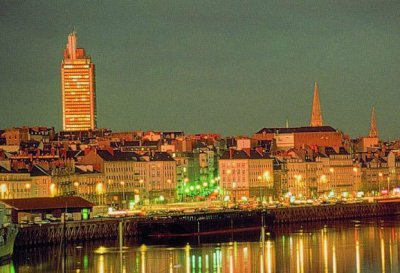 Nantes at night - Self catering holiday accommodation to rent in Pays de La Loire