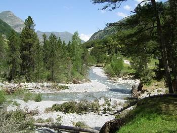 Stunning vistas in the Pyrenees National Park at Gavarnie