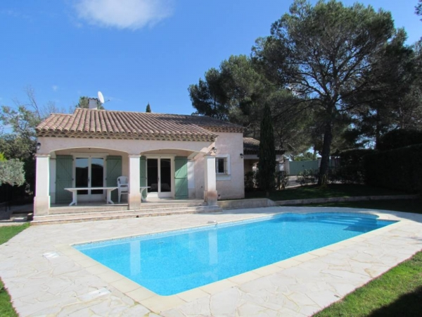 amazing discount for this charming & peaceful villa with heated private pool