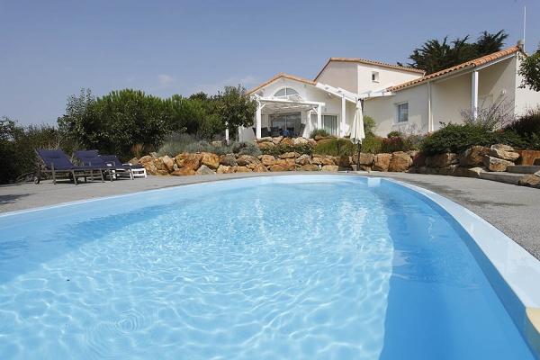 FREE pool heating (worth 140€ per week) for stays between 29/8/20 & 12/9/20.