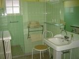 6-Bathroom.jpg0