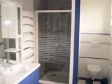 11 - Bathroom.jpg0