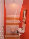12 - Bathroom.jpg0