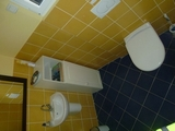 13 - Bathroom.jpg0