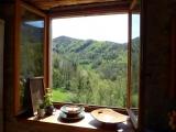 La fenêtre de la cuisine, avec vue superbe sur les forêts