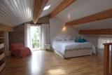 Chambre principale avec access direct a une petite terrasse