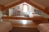 Chambre des jeunes - avec 3 lits un place hauteur réduit 1m30 a l'entrée au fond sur la gauche 2m au centre
