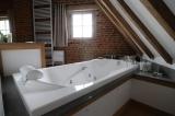 Bath tub