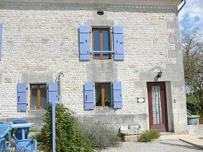 Self Catering Charente-Maritime Holiday Gite in Saint-Jean-d'Angely - L'Ecurie