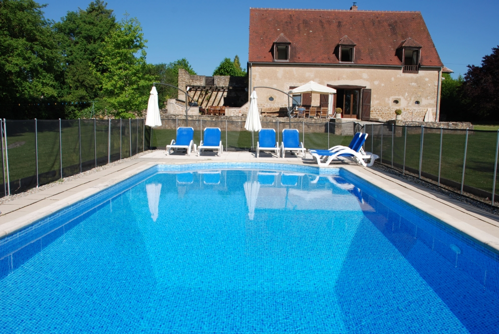 Nievre Holiday Home with Private Heated Pool in Burgundy