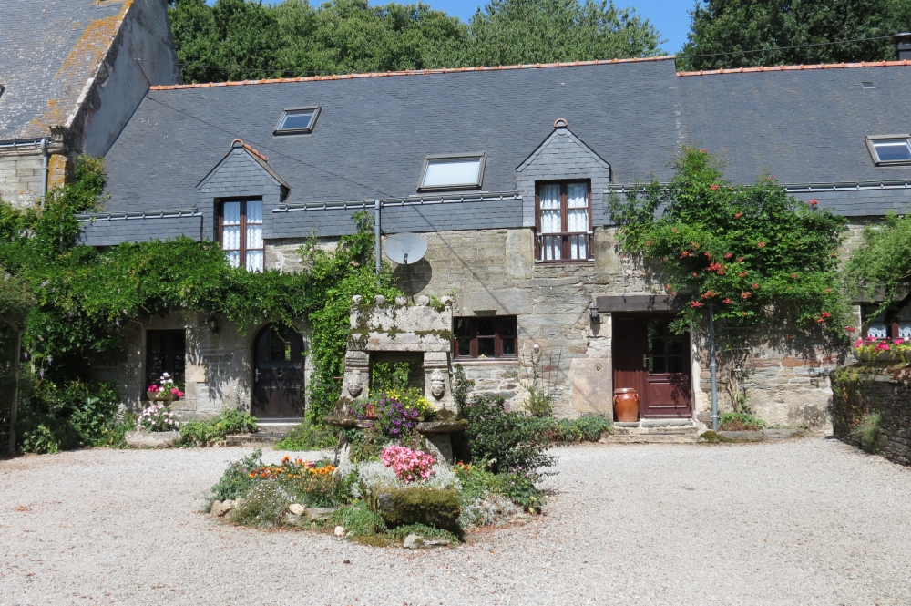 Self catering Brittany cottage to rent in Morbihan, France - Bishops Well