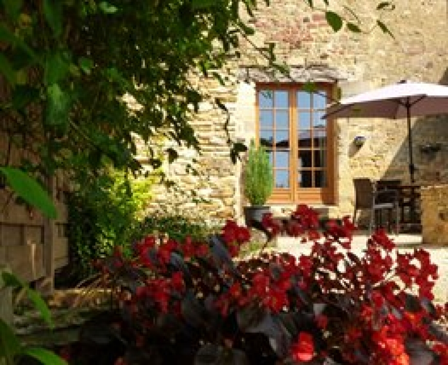 Sarlat Holiday Cottage Rental with Shared Pool in Dordogne, France ~ La Grange Sleeps 4