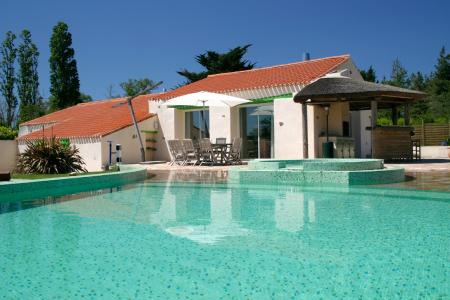Vendee Holiday Villa with Heated Pool, near the coast ~ Le Domaine des Plantes