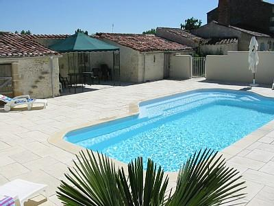 Lucon Holiday Cottage with Heated Pool to Rent in Les Mottes, Vendee