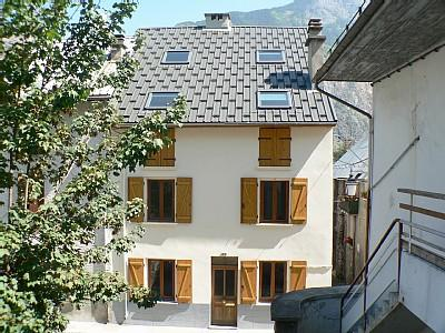 Self Catering Holiday Chalet in Bourg d`Oisans, near Alpe d`Huez - GRANARY HOUSE