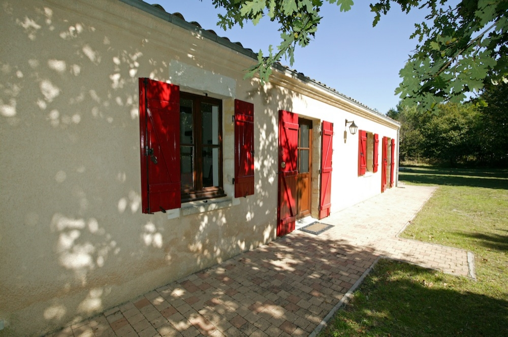 Self Catering Carcans Holiday Home with Private Pool in Gironde