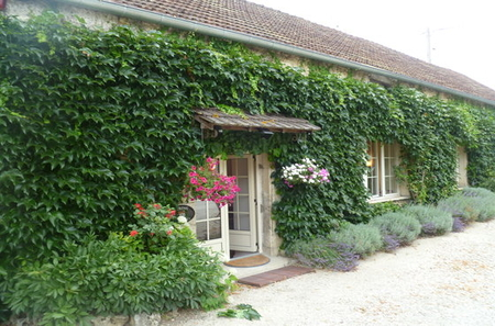 Spring Cottage - Self catering Burgundy holiday cottage with heated pool, Sleeps 4 plus 2 infants
