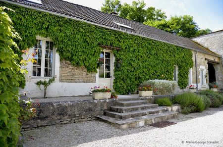Burgundy holiday cottage rental with Free Wifi, heated pool / Coach House