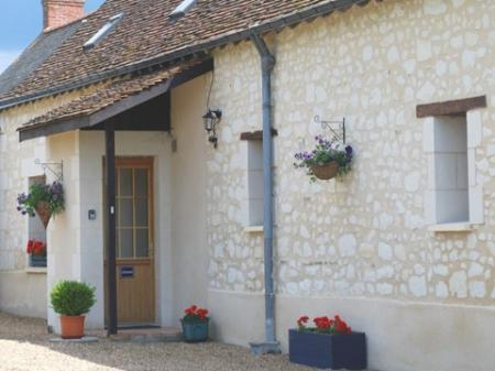 Maine-et-Loire Holiday Gite Rental with Swimming Pool - L`Ecurie