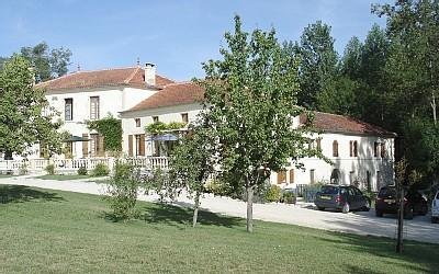 Lovely Self-Catering Cognac Holiday House with Pool in Charente