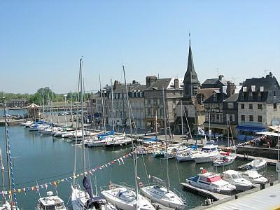 Lovely Honfleur Holiday Rental Apartment in heart of the Fishing Harbour