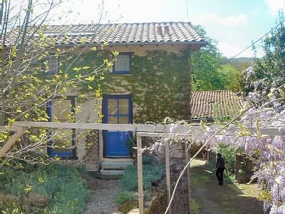 Spacious Ariege Holiday Farmhouse with Pool to rent in Le Taychel, Midi-Pyrenees