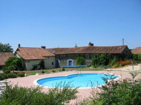 Peaceful Private Farmhouse to rent in Deux-Sevres, Poitou-Charentes