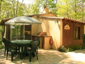 Magical Woodland Chalet to Rent in the heart of Dordogne Valley / Le Chataigner