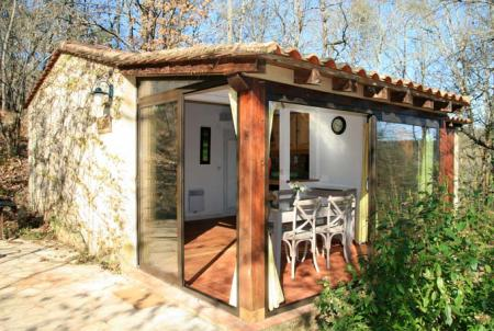 Lovely 2 Bed Dordogne Holiday Chalet Rental located in the heart of Dordogne Valley / Le Chene