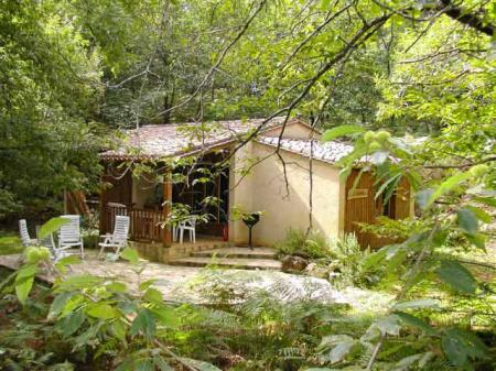Tranquil Dordogne Woodland Chalet Rental with Pool, Aquitaine / L`Erable