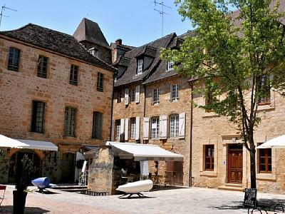 Exquisite 2 Bed Holiday Rental Apartment in romantic medieval Sarlat, Dordogne
