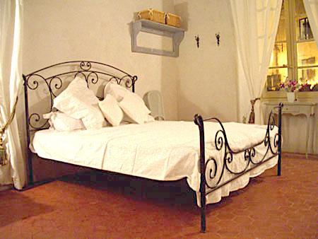 Provence Boutique Apartment Rental in a village square, Near St Tropez, France / Studio Mimosa
