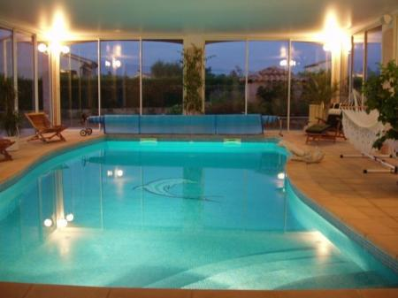 Self catering Holiday rental Accommodation with Pool in Provence, Vaucluse, France