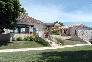 Stunning Castillonnes Holiday Farmhouse Rental with barn in Lot-et-Garonne, Aquitaine
