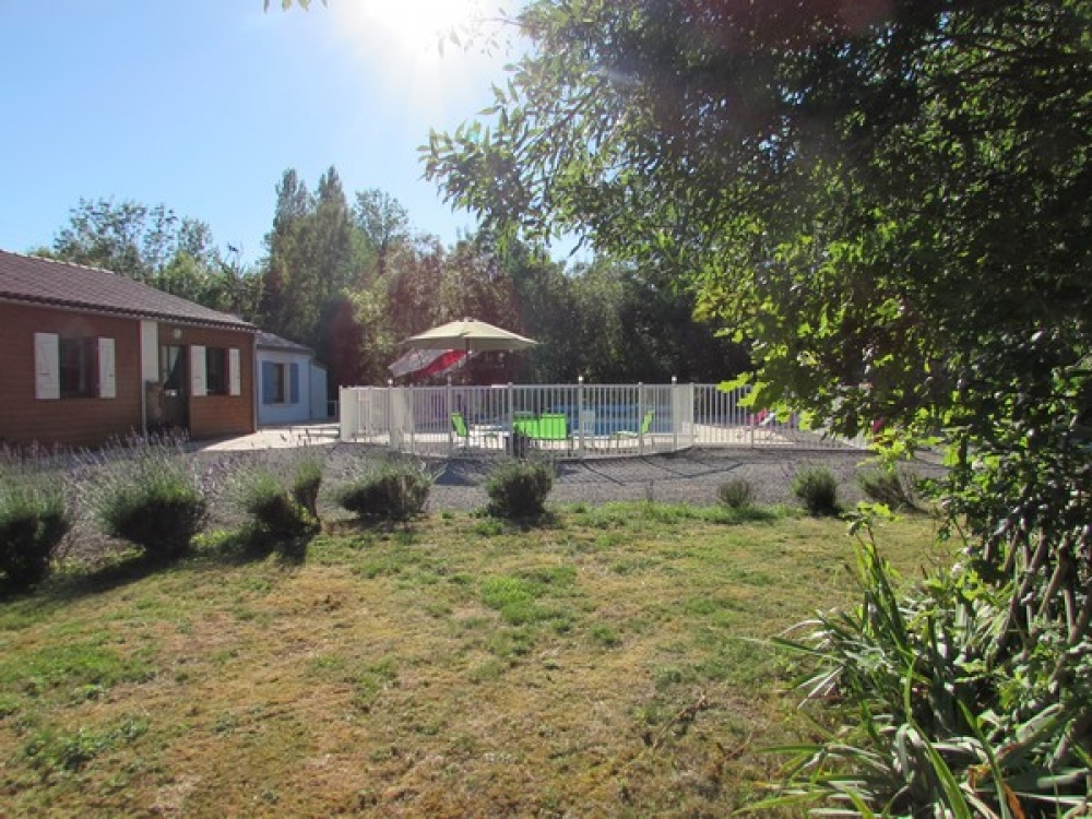 Tournesol very spacious 3 * 5 guests with swimming pool in swamps close sea La Rochelle