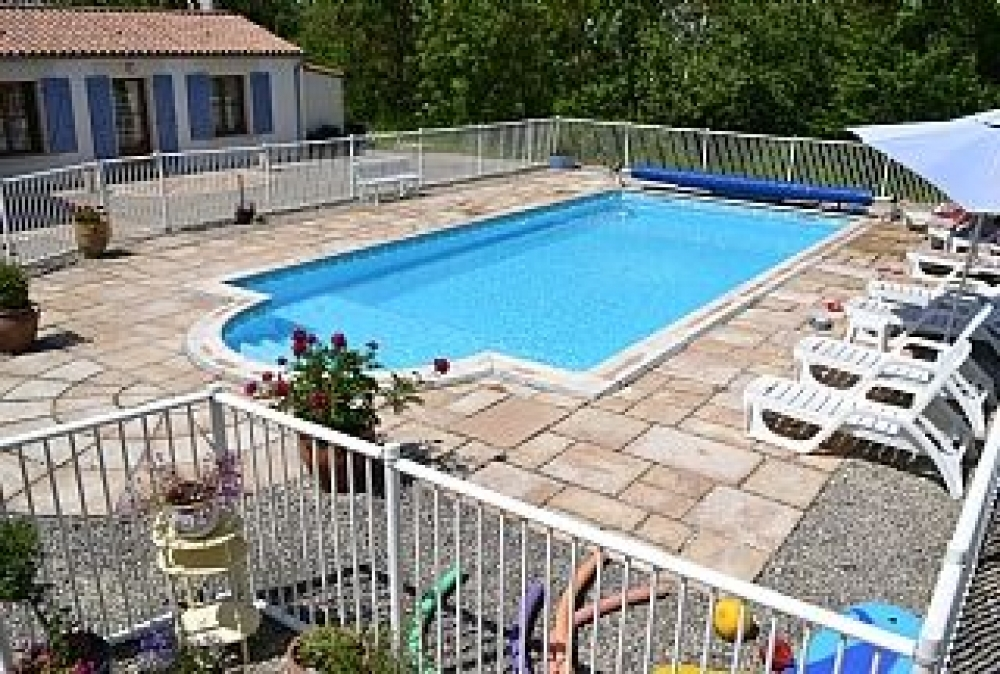 Nénuphar very spacious 3 * 2 guests with swimming pool in swamps close sea La Rochelle