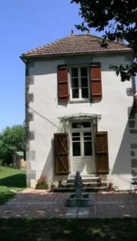 The Tower , Romantic tower of Farmhouse Holiday Rental in Charente, Beneteix, Poitou-Charentes