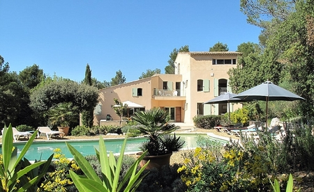 Four bedroom Villa Rental with heated Pool, Lourmarin in Provence Alpes Cote d`Azur, France