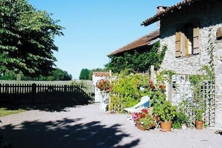 Typically French 3 bedroom holiday cottage, Saint-Saud-Lacoussière, Dordogne - La Cave`