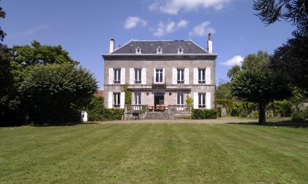Large Manor House Rental with Heated Pool in Haute-Vienne, Limousin / Fantastic Limousin House