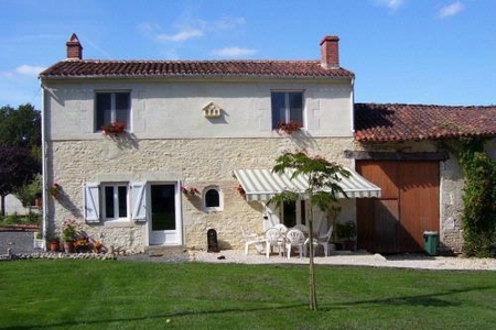 Country Farmhouse Bed and Breakfast in Vieux Cerier, near Champagne Mouton, Charente