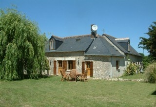 Loire Valley Holiday Gite with Pool in Meigne-le-Vicomte / Luxury Gite with FREE WIFI