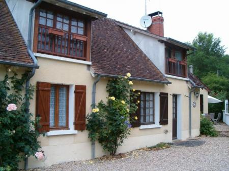 Self catering french farm cottage with pool to Let in Cher, Centre