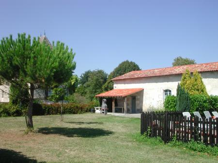 2 Bedroom Stunning Gite with Pool, in Chateau de Labaurie, Charente, France - La Sellerie