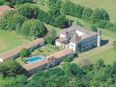 Chalais Holiday Cottage Rental, Chateau de Labaurie, Charente, France - Maison de Bucheron