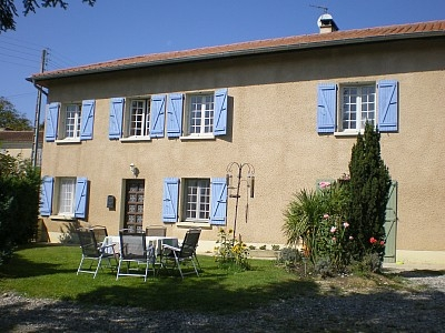 Trie-sur-Baise Holiday Rental Farmhouse in the Haute Pyrenees, France