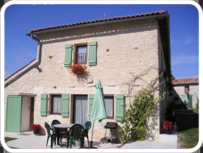 Charente-Maritime Holiday Rental Cottage with Large Pool in France, St Pierre D`Amilly ~ Barn Owl